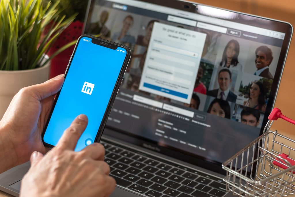 , Make Your LinkedIn Profile Stand Out, Fast Marketing Minute, Fast Marketing Minute
